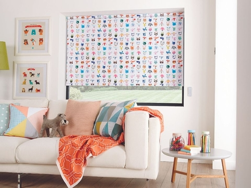 Colourful blinds and patterned window shades: we can't resist them!