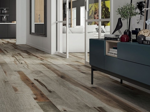 Oiled and varnished hardwood floors: where do they stand out?