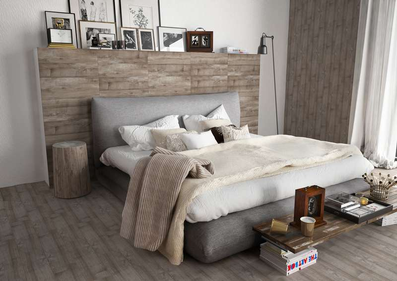 Bedroom - wood effect ceramic tile floor