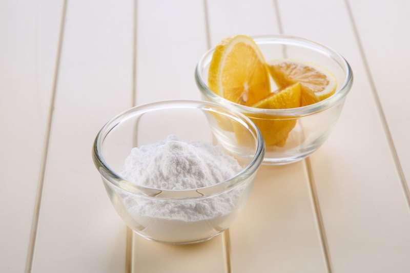 Bicarbonate de soude pour nettoyer les tâches et odeurs